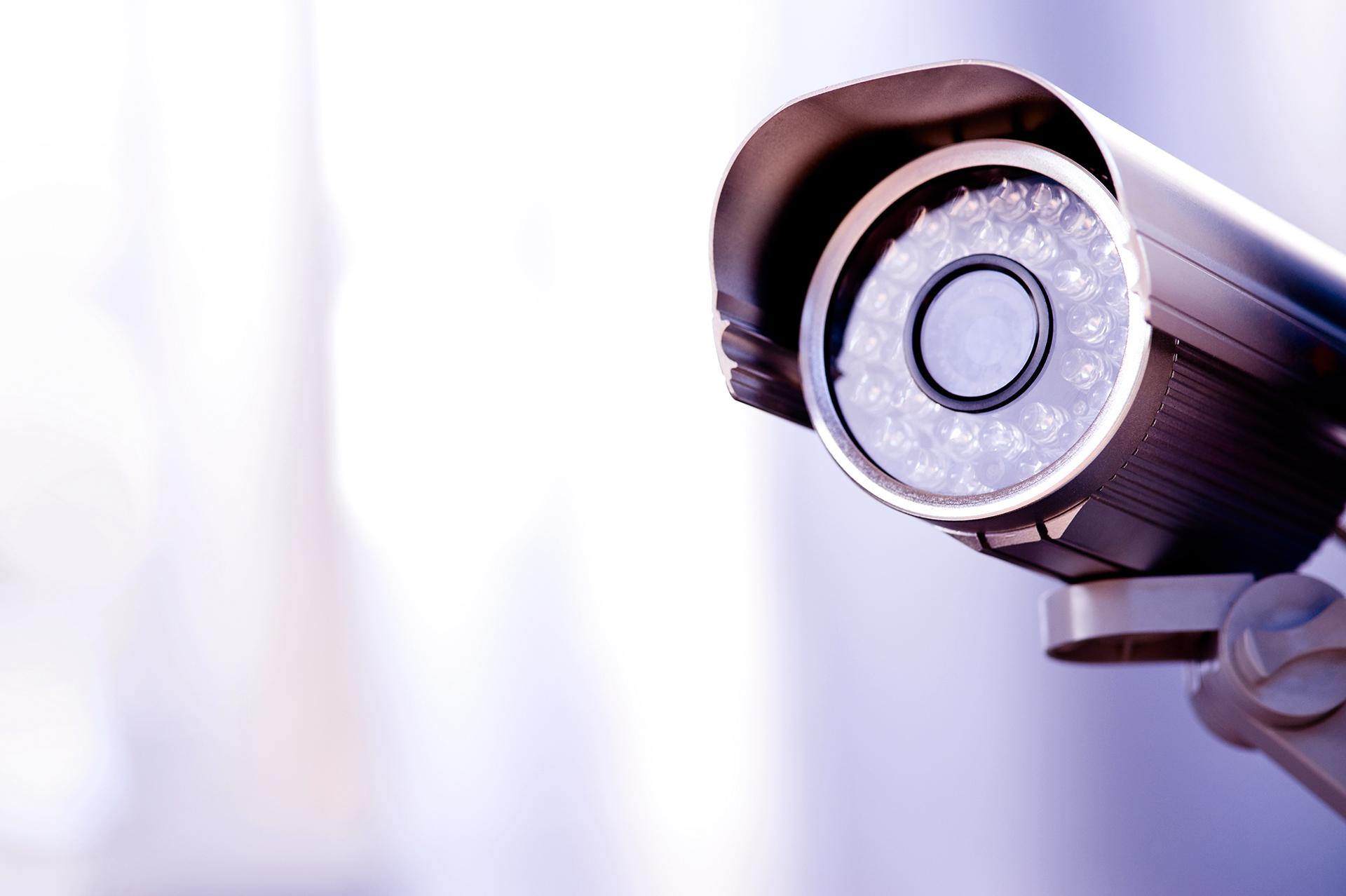 En närbild på en bevakningskamera